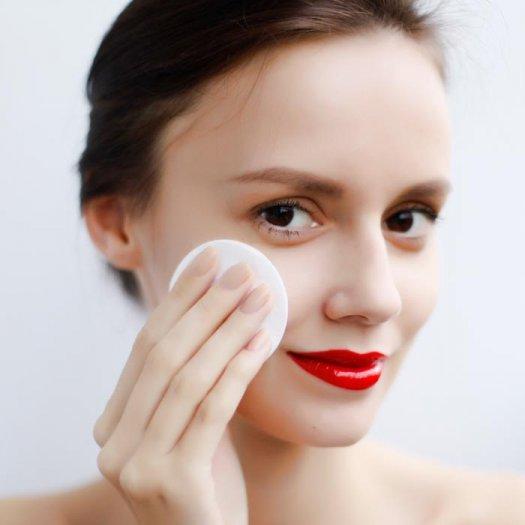 woman_makeup_remover_0.jpgwo