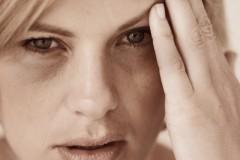 夜更かしで目の周りに黒いサークルが…目の下のくま即効解消方法