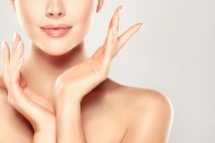 最近よく聞く「ビニール肌」、美意識が高い人ほどなりやすいってホント!?